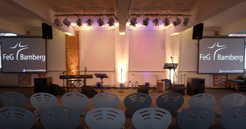 In Corona-Zeiten bieten wir 2 Gottesdienste nacheinander an: Um 10:00 Uhr und um 11:15 Uhr